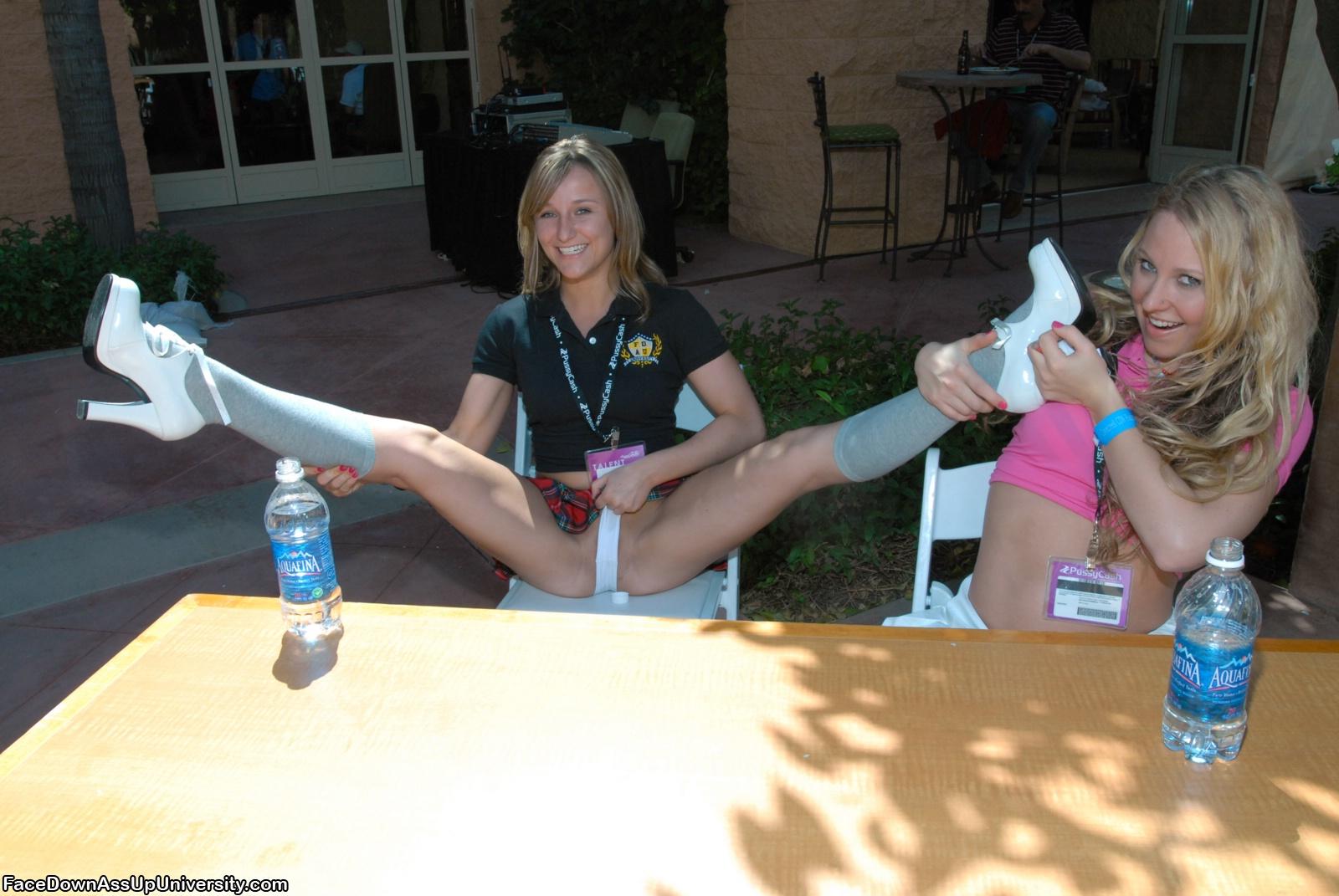 http://images.hottystop.com/sexy-schoolgirl-convention/6.jpg