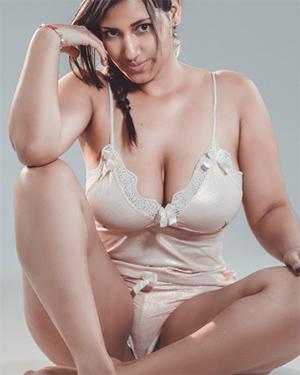 AileenFoxter Busty Webcam Model