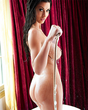 Alice Goodwin Nude Bath