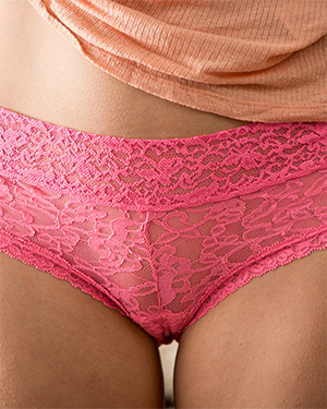 Amabella sexy aussie in pink panties