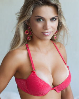 Amanda Sagaz Bra and Panties