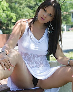 Ann Angel XXX Park Flasher