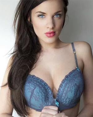 Asha Evans Selfies