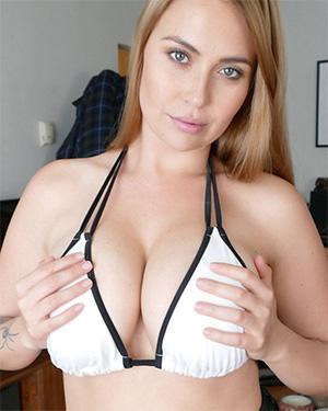 Ava Nicks Busty Model