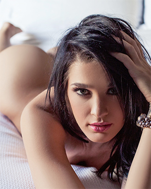 Brittani Jayde Silky Beauty In Bed