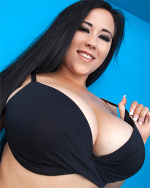 Chloe Busty Pinup