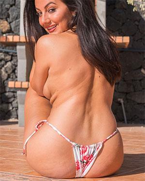 Christie J Busty Brunette Real Bikini Girls