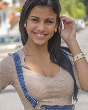 Denisse Gomez Watch4Beauty Girl