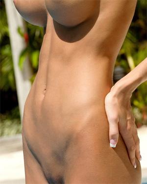 Eliza Carson nude blonde in paradise
