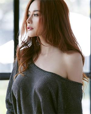 Elle Gorgeous Thai Playmate