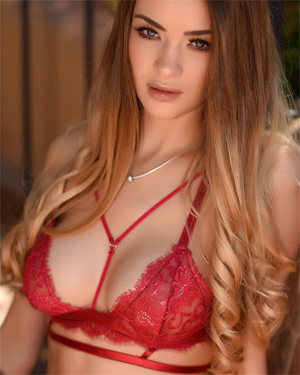 Emelia Paige Girl Next Door Turns Vixen