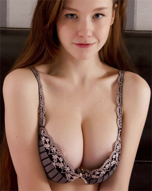 Emily Bloom Beautiful Nude Pics