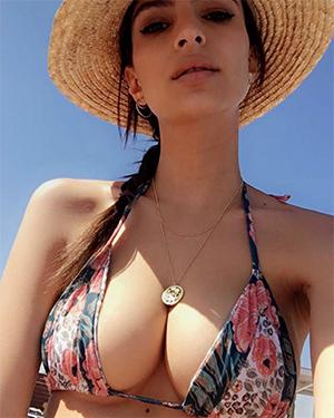 Emily Ratajkowski New Nude Selfies