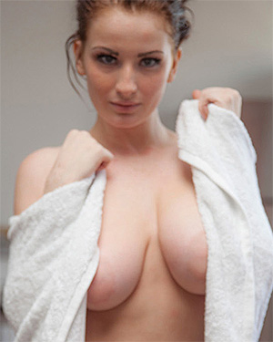 Emmy Sinclair naked shower video