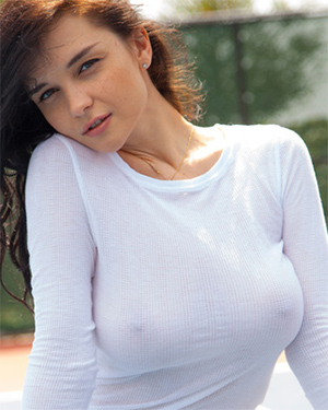 Eugenia Busty Tennis Game