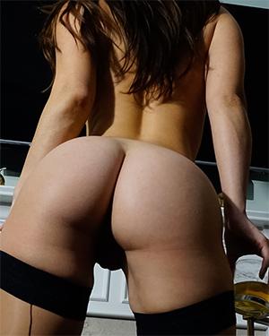 Eva Lovia Sexy Naked Bartender