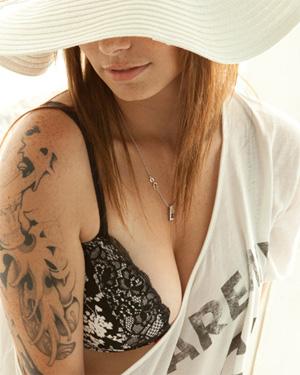 Hailey Leigh Sun Hat Nudes