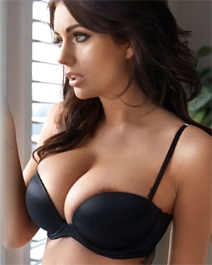 Holly Peers Outtakes