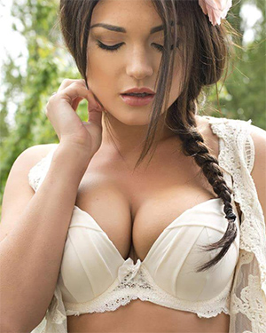 India Reynolds Busty Babe