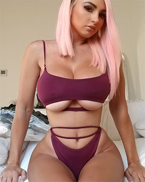 Iryna Ivanova looking sexy for popwrecked