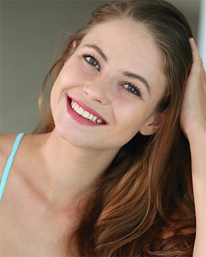 Jenna Kseniya Bright Smile