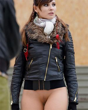 Jeny Smith bottomless in public