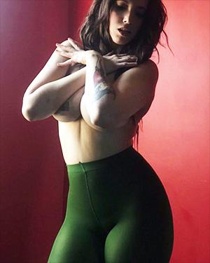 Undress Jess Sexy Selfies