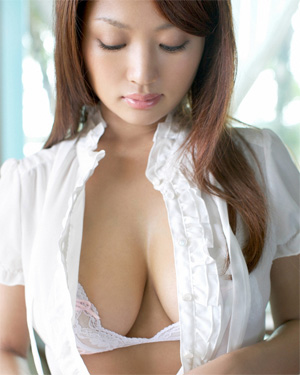 Kana Tsugihara Busty Asian Beauty