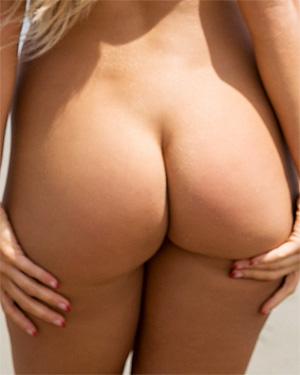 Kayla Rae Reid Nude Beach Butt