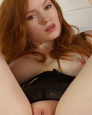 Kloe Kane Redhead In Bed Met Art