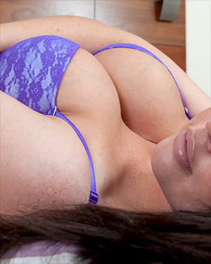 Kylie K Busty Brit In Bed