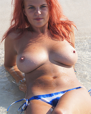 Laura Nude Beach Flaunt It
