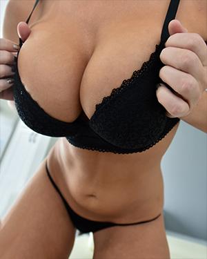 London Pleasuring Her Curves