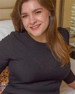 Mariel Teresa Bedroom Beauty Cosmid