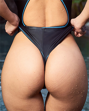 Melisa Mendini Skin Tight Booty