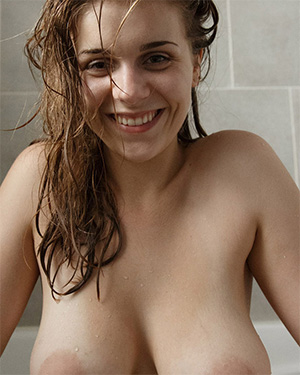Natalie Austin bubble bath gif zishy