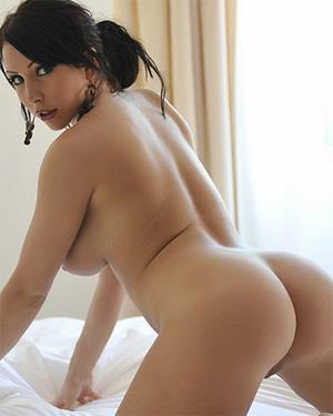 Nina Leigh Undress Me