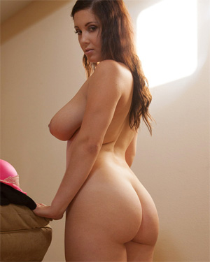 Noelle Easton Nude Zishy