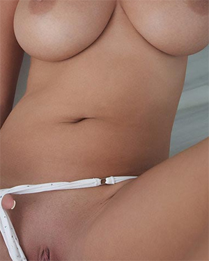 Raylene Richards Fully Naked Curves