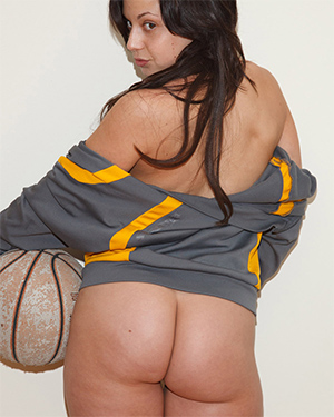 Regina Manfre Boobs and Sports Zishy