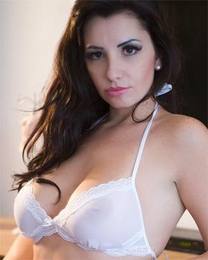 Sabrina Santos Nude Bella