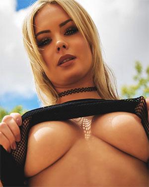 Sara Louise Nude On The Edge