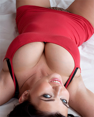 Sha Rizel Busty In Bed