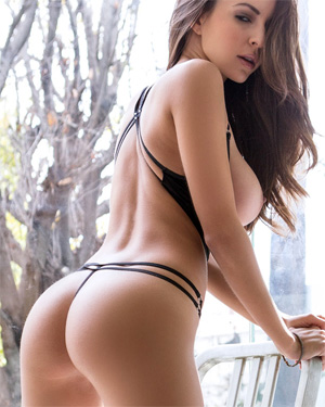Shelby Chesnes Perfect Busty Playmate