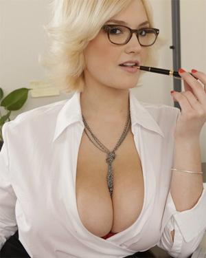 Siri Curvy Secretary
