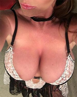 Sophie Dee Sexy New Selfies