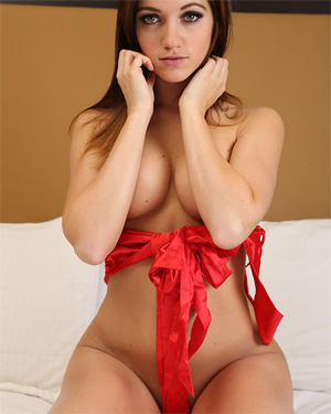 Stella Xo Unwrap Me In Bed