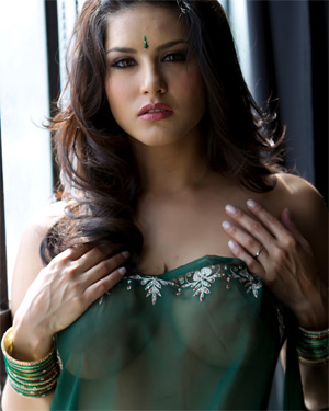 Sunny Leone Looking Good