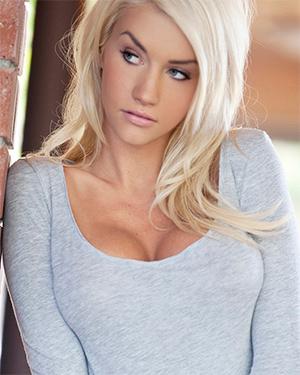 Taylor Seinturier Busty Blonde Playmate