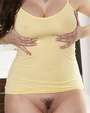 Taylor Vixen Bottomless and Wet